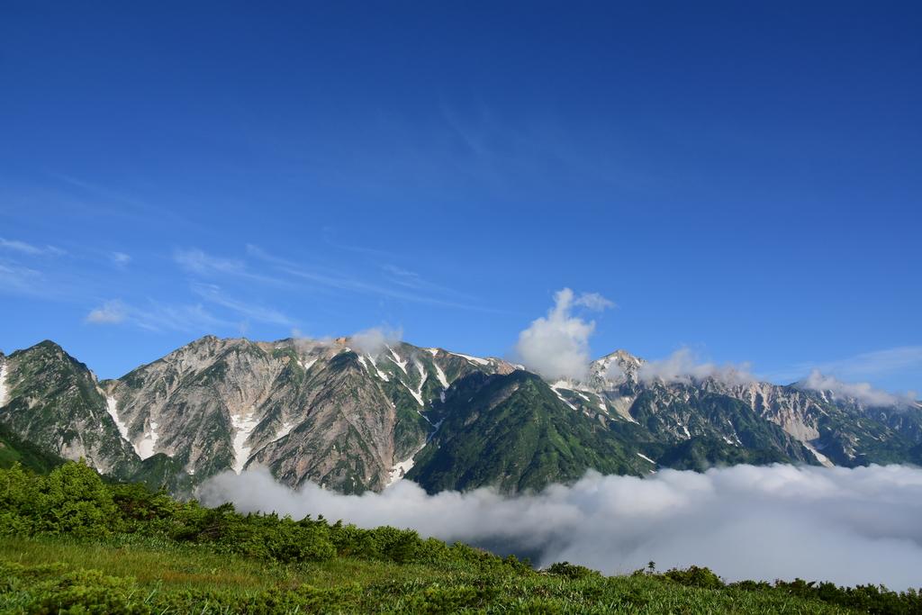 547f65d4ca1a8d3c47f375978c09e0c5 - 【唐松岳の絶景撮影登山】八方尾根から眺める白馬三山は雲海に浮かぶ雄大なパノラマでした