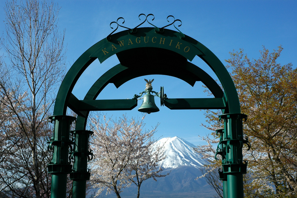 【河口湖】2005年04月23日 07:03撮影