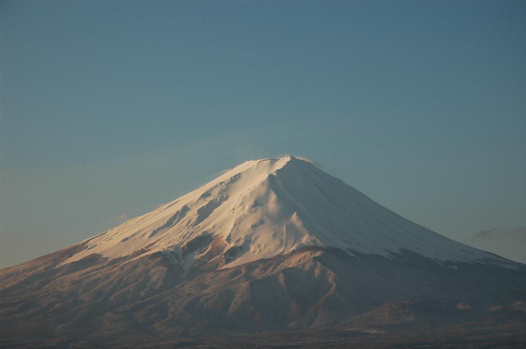 a4e858b4d5e2beb3649a80cc2b9d0457 - 【河口湖の絶景富士山撮影】真っ白な山頂が朝日を浴びて目覚める春間近の富士山