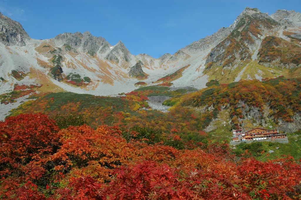 b0c465d6757e6a9cfd43ed8cf707e4d8 - 【涸沢カールの絶景撮影登山】紅葉最盛期の涸沢カールは本当に必見の日本一の山岳紅葉でした