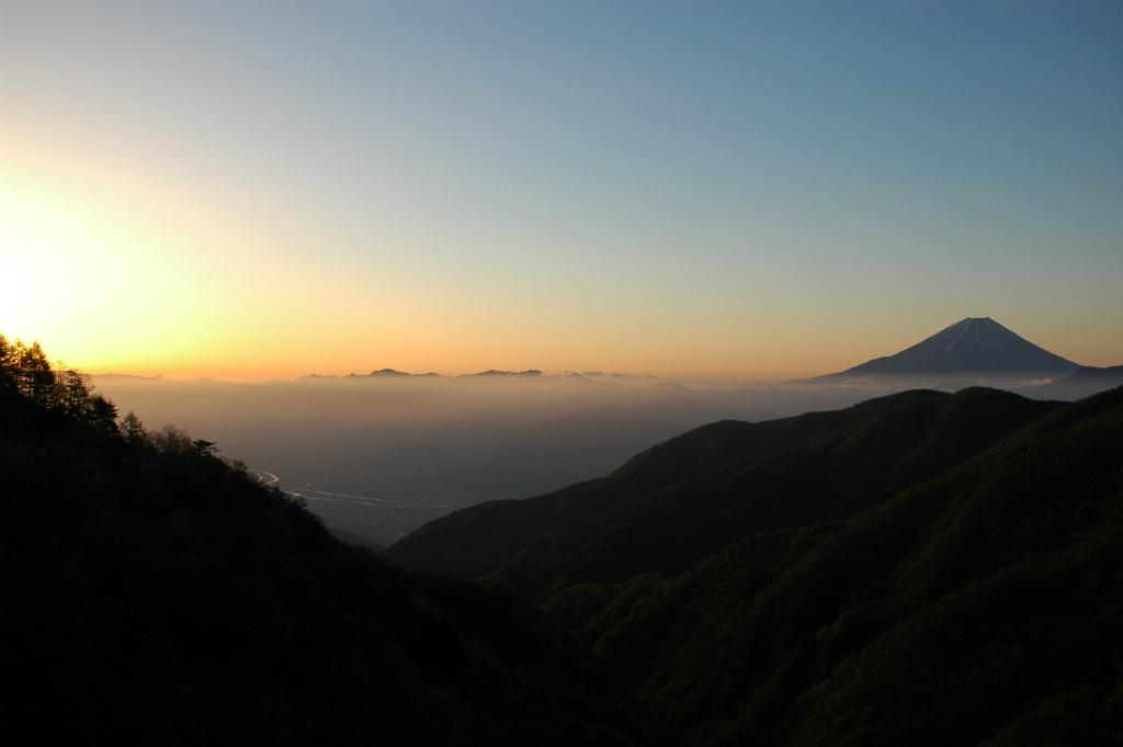 f18e209315b470f27efdccb155769f1e - 【眺めも最高!】櫛形山林道から日の出と富士山の絶景を撮った