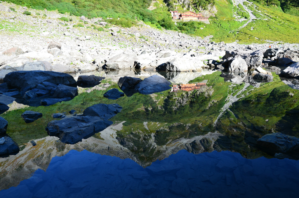 2955713332d0e8c3f5e9f750d17c31bf - 【涸沢カールの絶景撮影登山】涸沢カールに現れた美しき幻の池は期間限定の絶景スポット